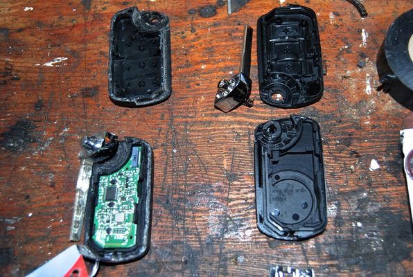 How to fit a new key fob battery - Land Rover Forums - Land